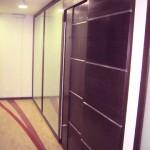 Detalhe da porta de acesso a sala de reuniões